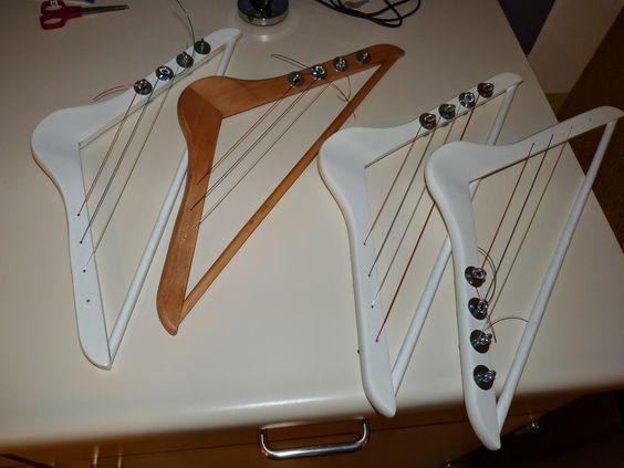 Muziekinstrumenten : Kleerhangerharp #musicalinstruments