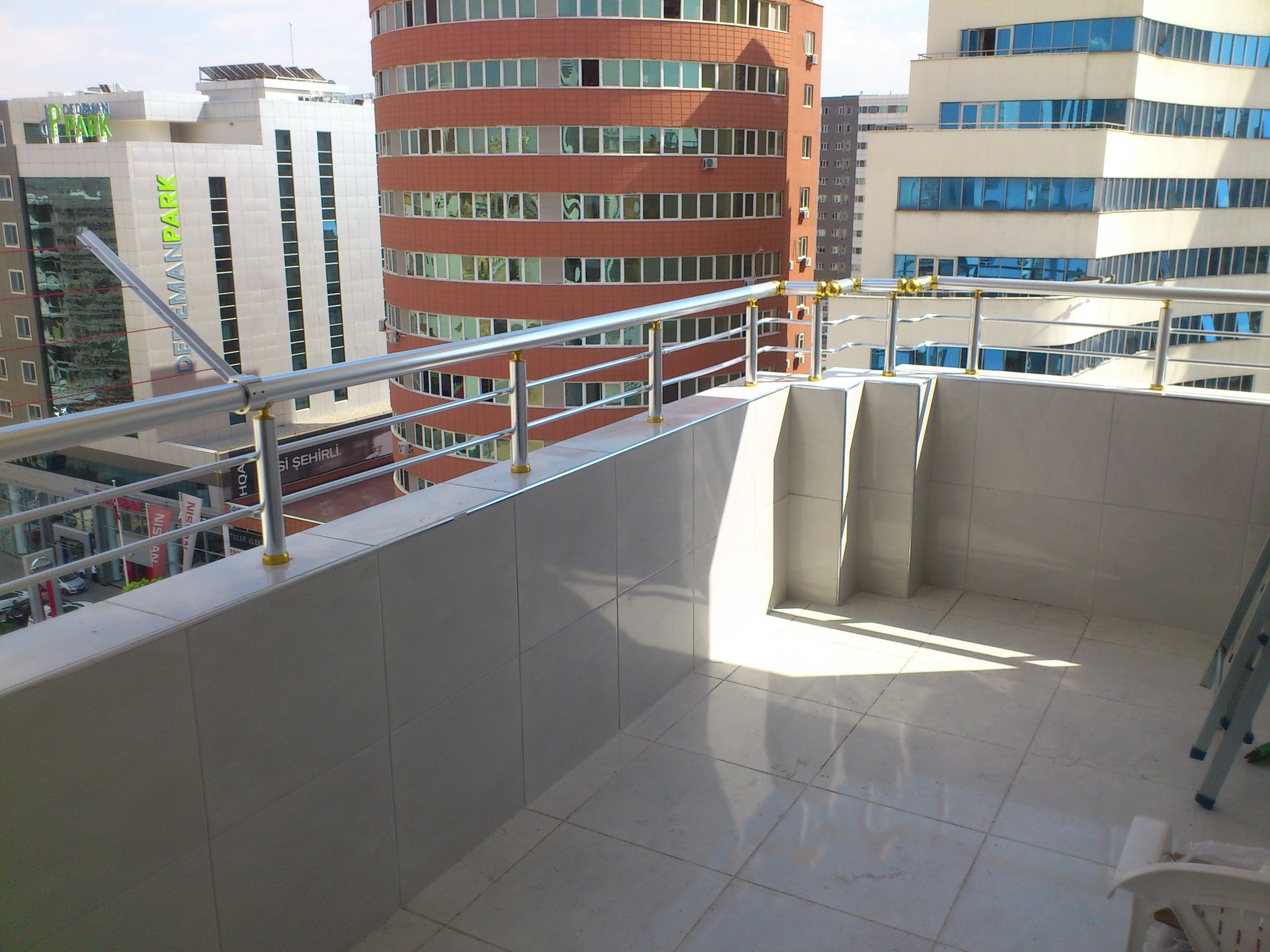 İki emniyet şeritli balkon korkuluğu www.dekoinoxpaslanmaz.com