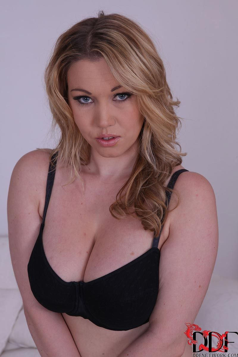 Lyla Ashby Nude Photos 69