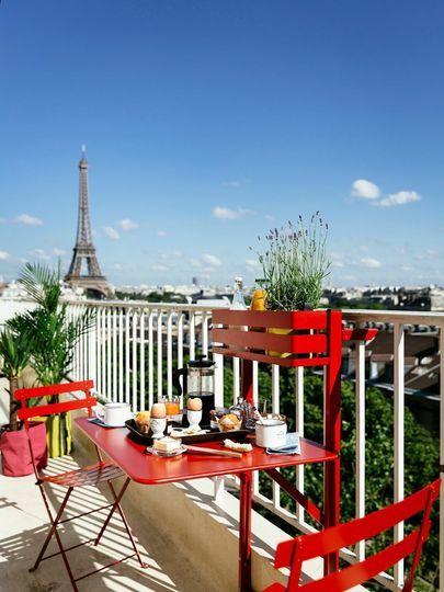 Gaie et colorée, on adore cette table pliante balconnière ...