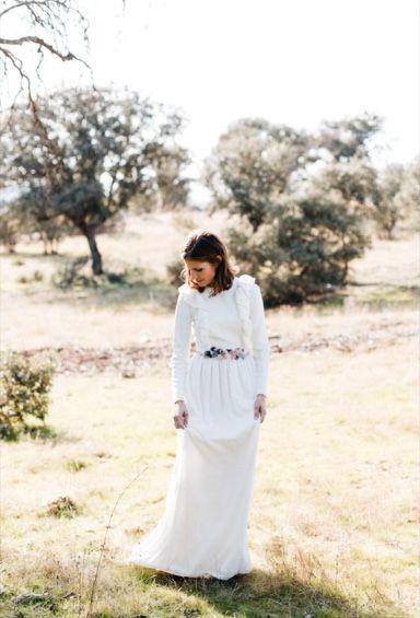 vestido de novia con manga larga de terciopelo de seda. cinturón de