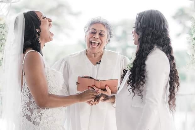 Lesbian Couple Wed In US; Photos Go Viral Lesbian couple