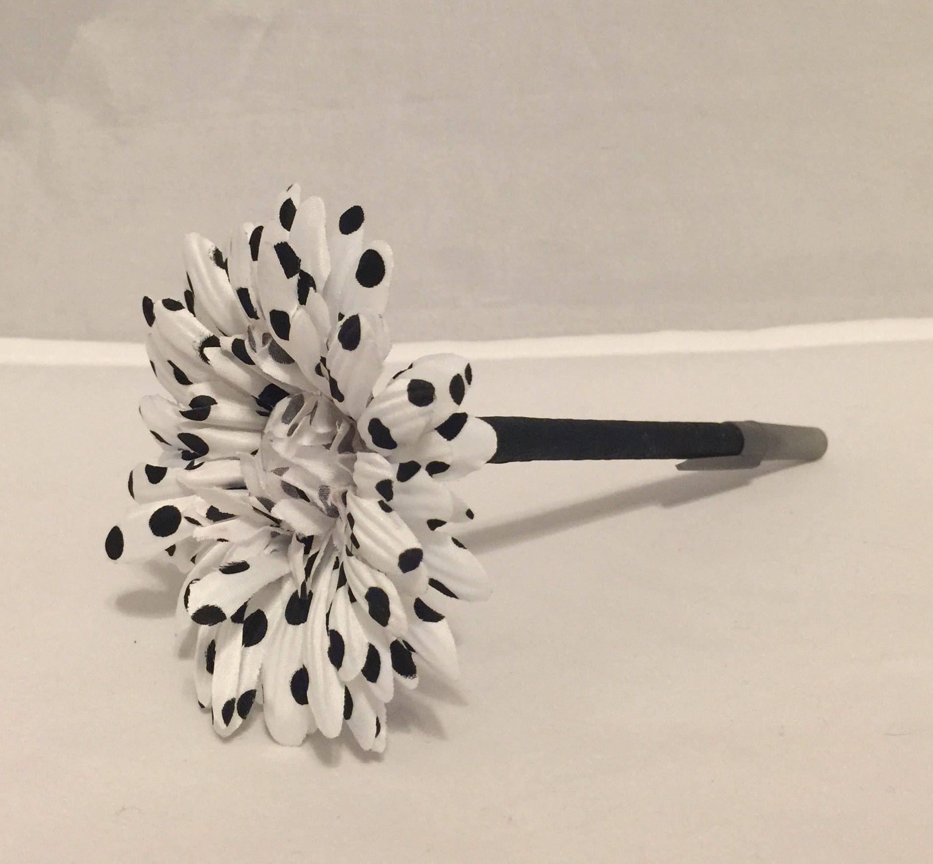 White and Black Polka Dot Daisy Flower Pen / Wedding, Bridal Shower ...