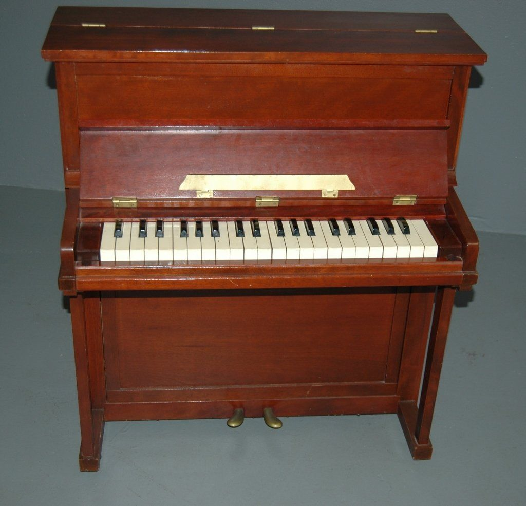 Rare Croft Antique student, beginner or miniature upright piano in mahogany case (salesman sample). Real piano sound with 40 keys, 2 pedals, 3 octave range. Hinged key cover and top. Extremely rare in excellent condition, 32 x 28.5 x 17.