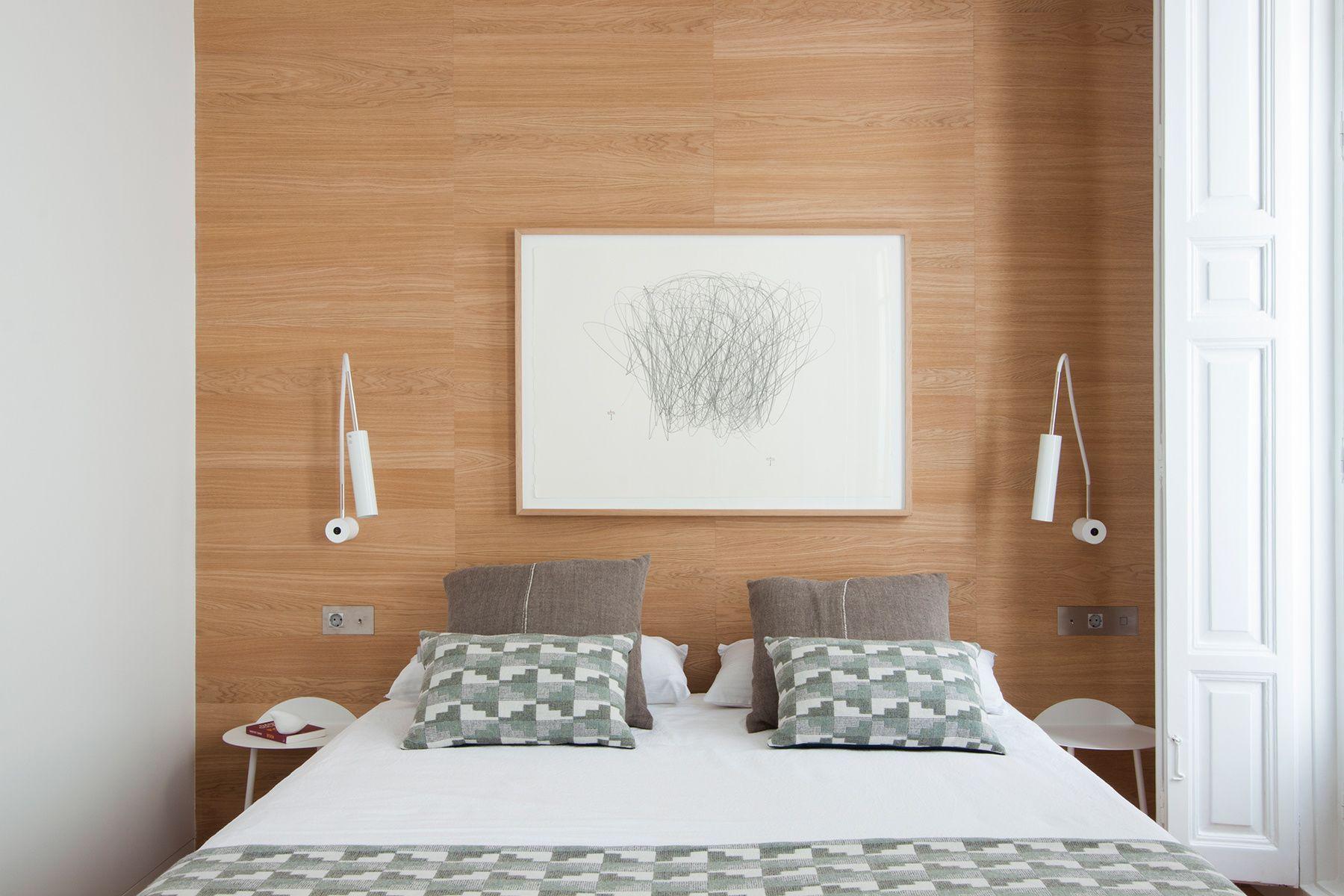 Piso burgués contemporáneo | Sobre la cama, La cama y Camas