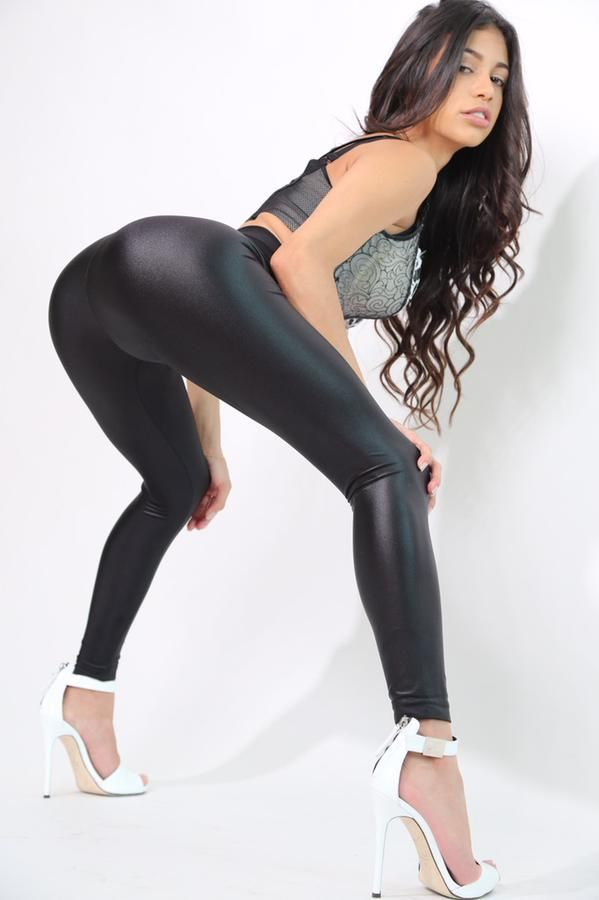 Latina girl in tight wet leggings