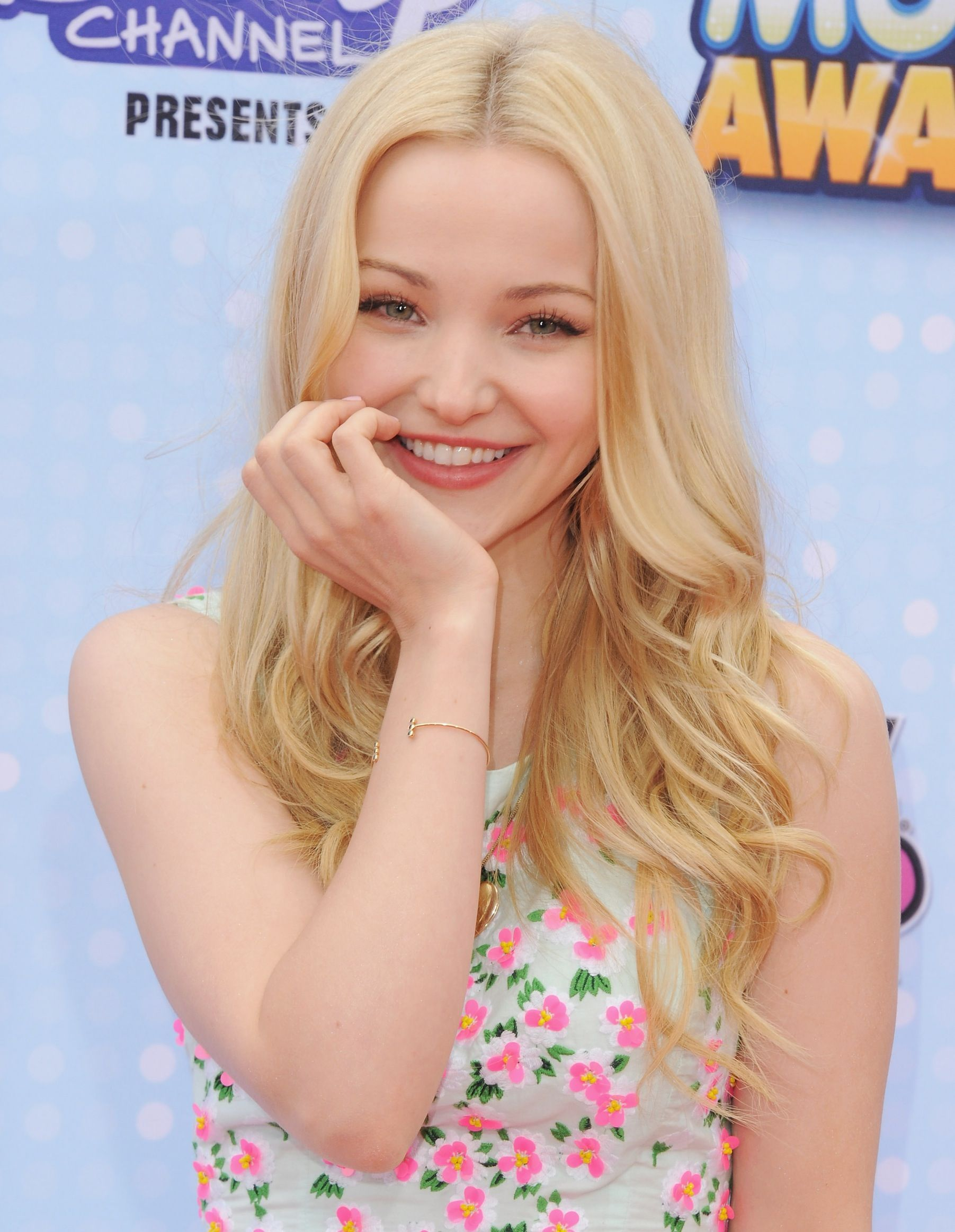 Is Dove Cameron Planning A Short Hair Makeover Dove Cameron