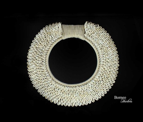 Cowrie Shell Tribal Necklace PAPUA NEW GUINEA door BorneoHunters