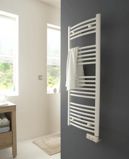 14 astuces gain de place pour une petite salle de bains fonctionnelle salle de bains. Black Bedroom Furniture Sets. Home Design Ideas