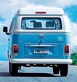 FIM SAUDOSISTA  Após mais de 60 anos de estrada, a Kombi protagonizou o fim de sua produção, anunciada pela Volkswagen para o final de 2013. Devido à repercussão mundial, a montadora não poderia deixar o assunto passar despercebido.