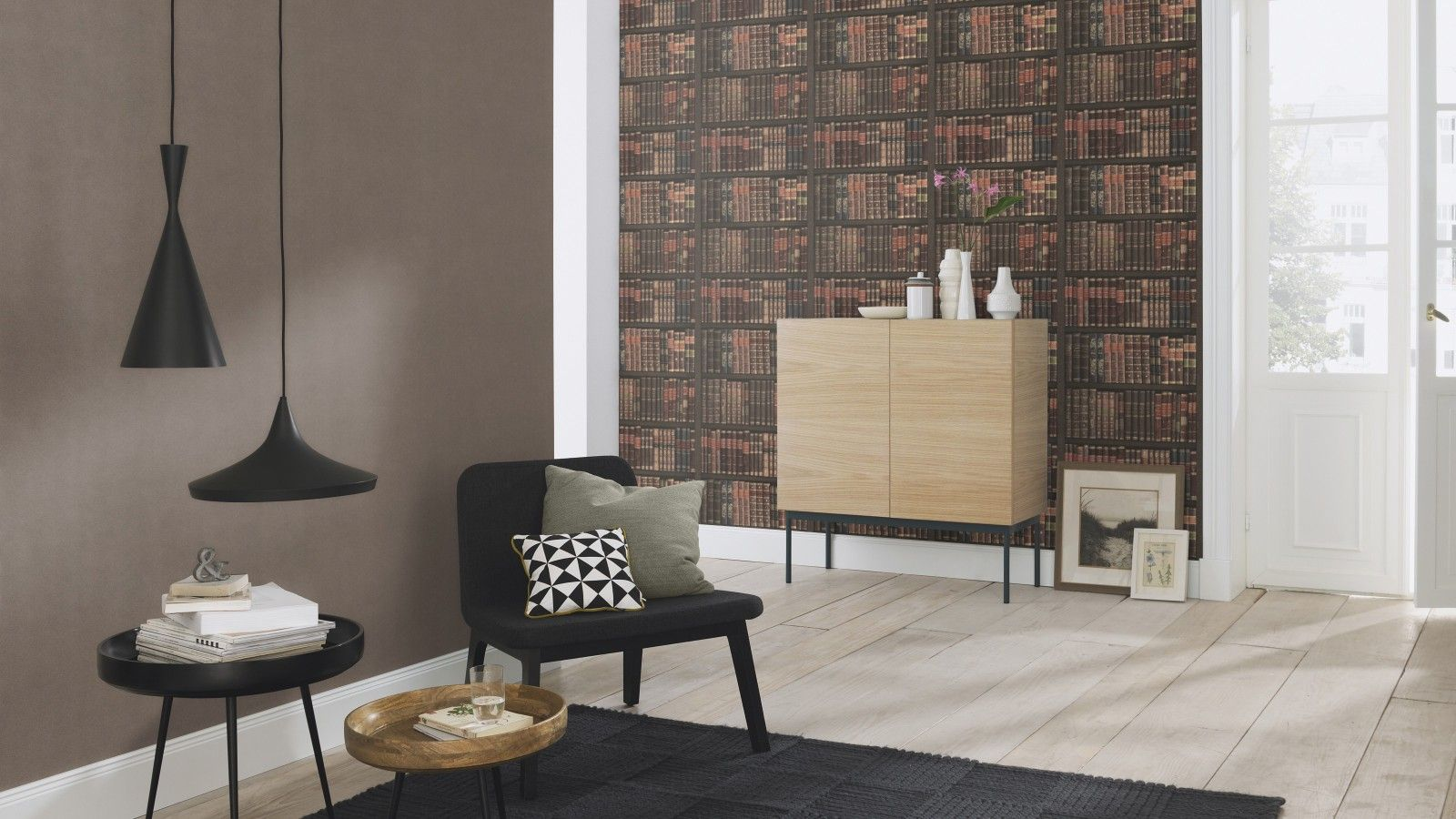 Die Tapete Im Coolen Vintage Look Lasst Dich Denken Dass Die Ganze Wand Mit Buchern Gefullt Ist Altmodische Hauser Haus Deko Tapeten