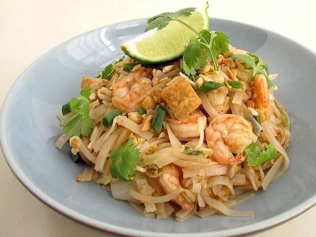 Gojee - Pad Thai with Shrimp and Fried Tofu by Gastronomer's Guide