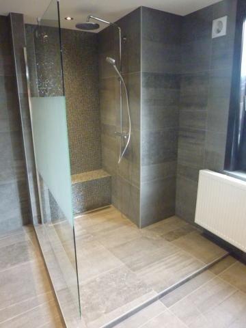 Inloopdouche met moza ek n zitje badkamer pinterest - Badkamer met mozaiek ...