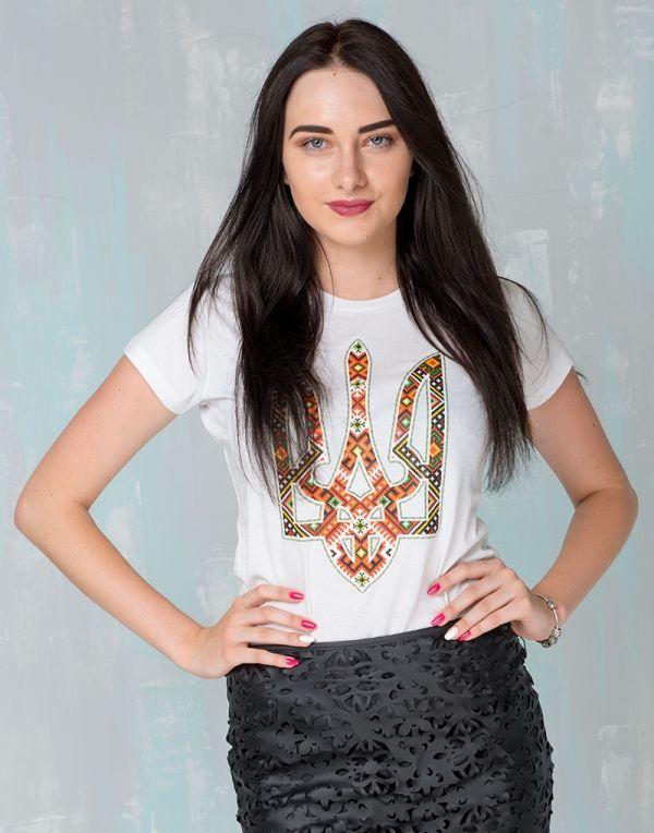 7aeb491606a52c Жіноча патріотична футболка: «ТРИЗУБ ВИШИВАНКА», біла | ПАТРІОТИЧНІ  ФУТБОЛКИ ЖІНОЧІ | Жіночий одяг, Одяг