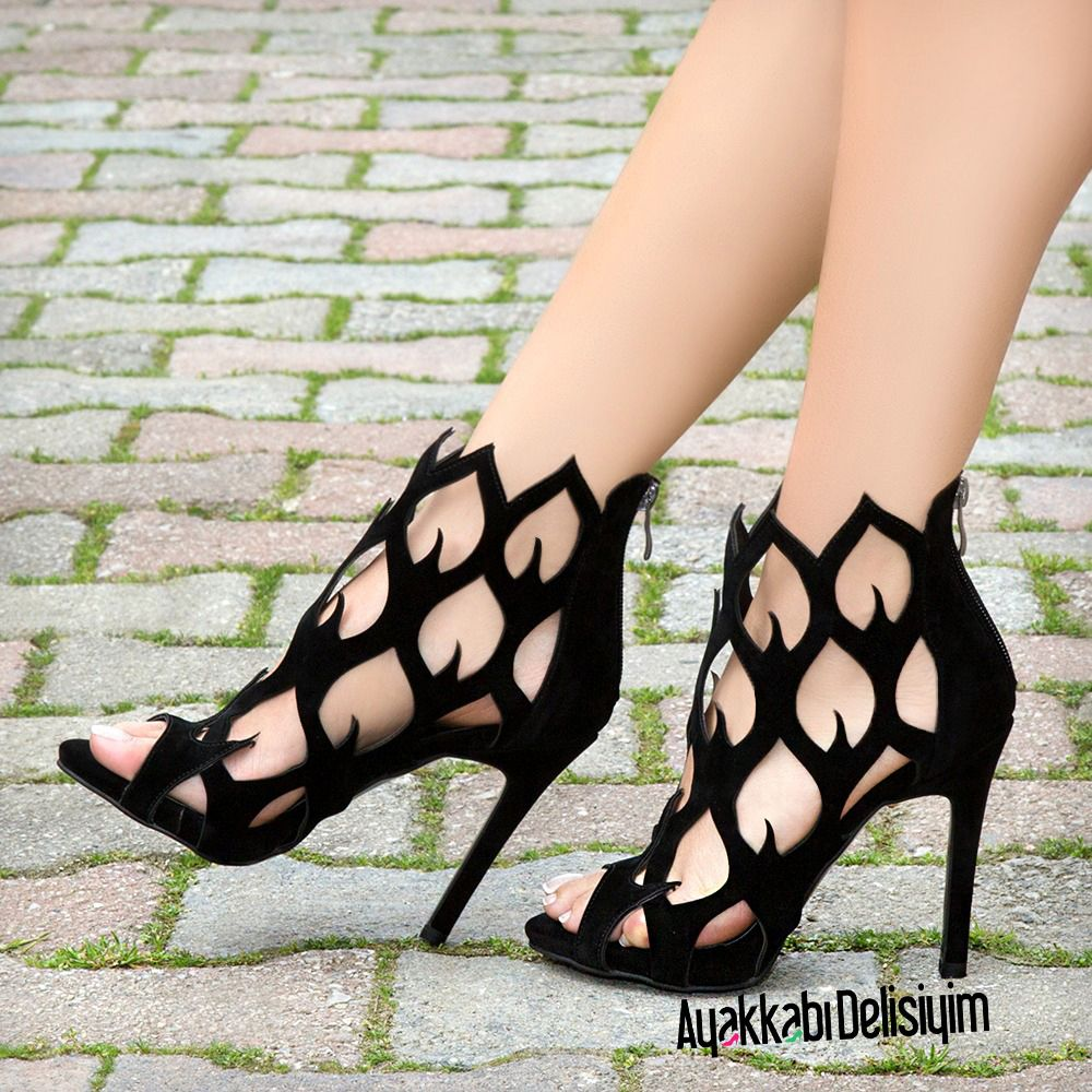 Wedding dress with black shoes  Black Shoes for weddings and graduations heels  Black u White