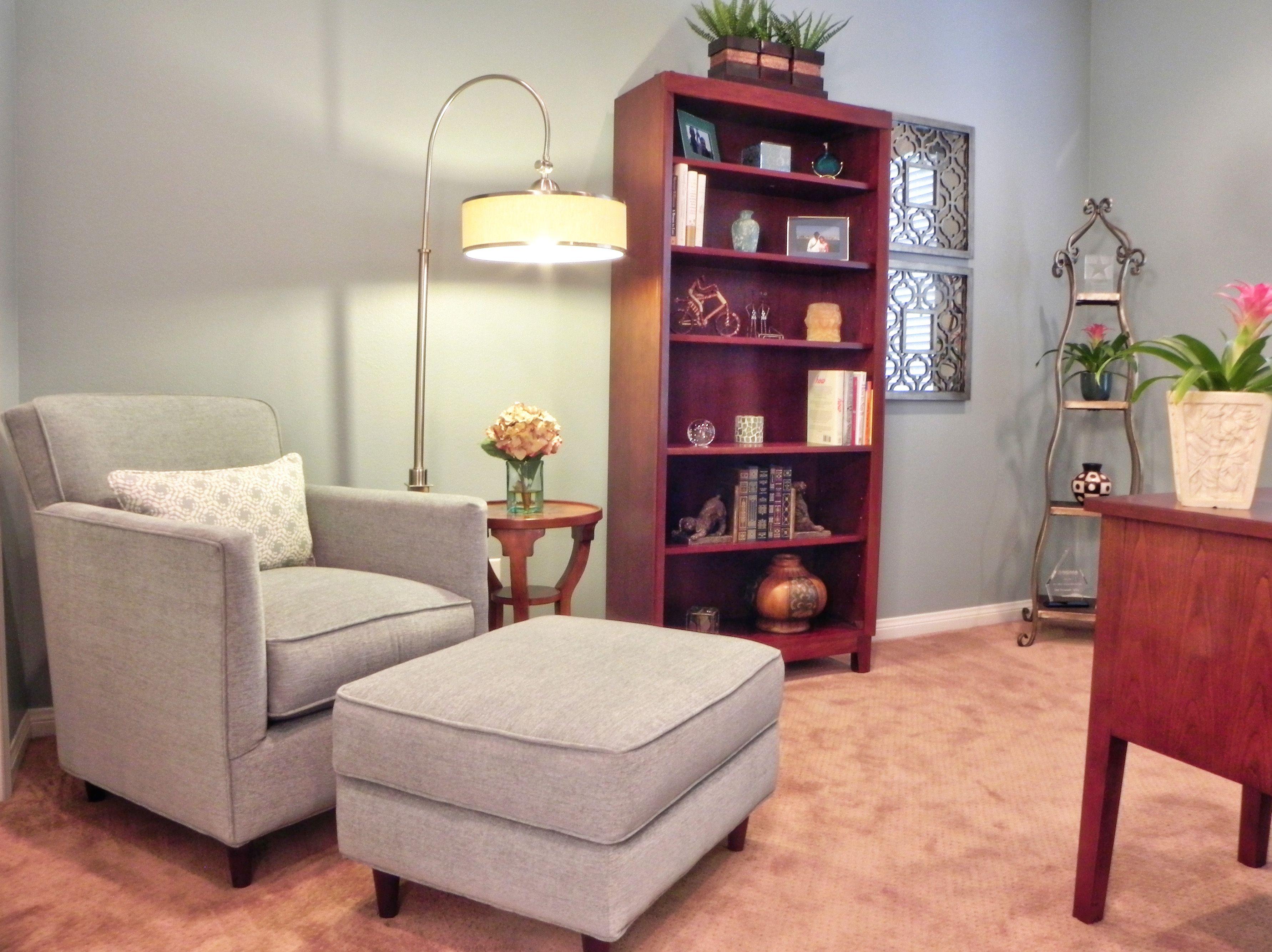 sessel für schlafzimmer  kleiner tisch und stühle
