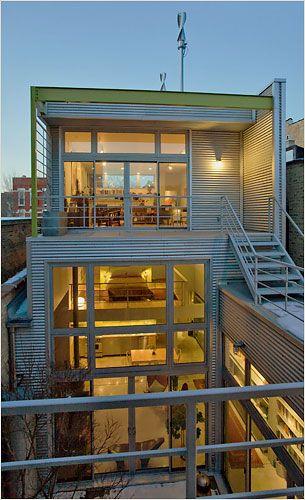 楽しく住めそう 中庭がつなぐ2つのリノベーション棟 自宅で 住宅