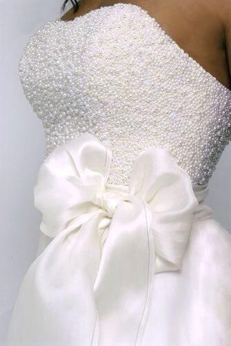 Pearls and a bow for your wedding.