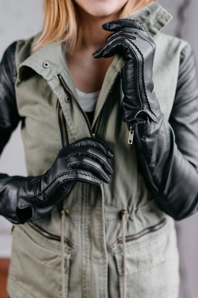 Bundle up with these women's lambskin leather gloves with cashmere lining.