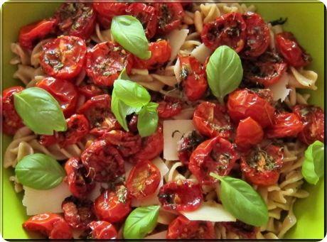 Pastasalat_med_bagte_tomater, tilsæt evt hvidløgsstegte peberfrugt