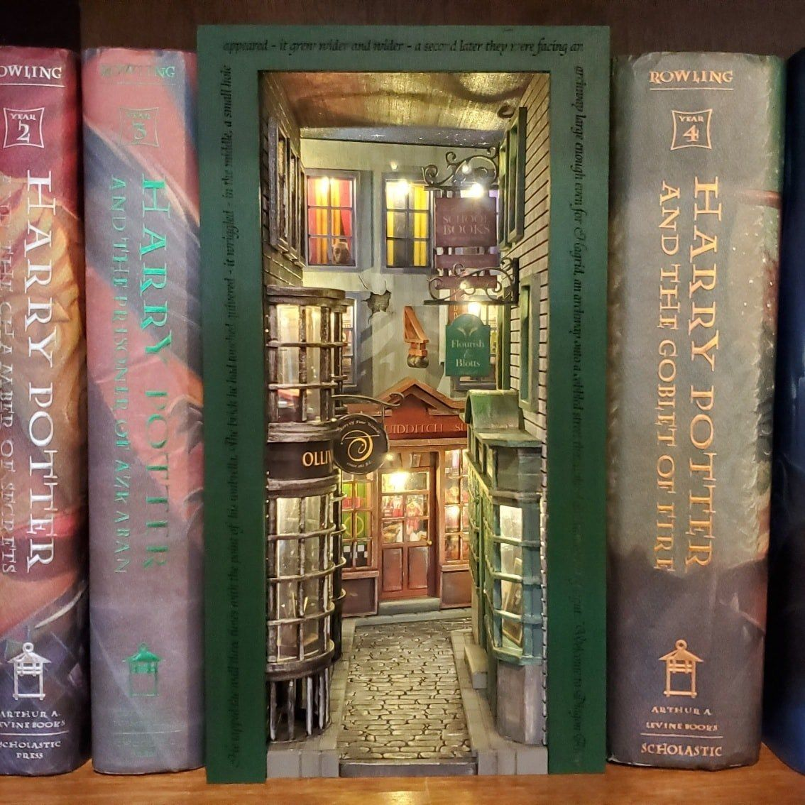 Diagon Alley Inspired Book Nook Slytherin Design In 2020 Book Nooks Harry Potter Bedroom Decor Bookshelf Art