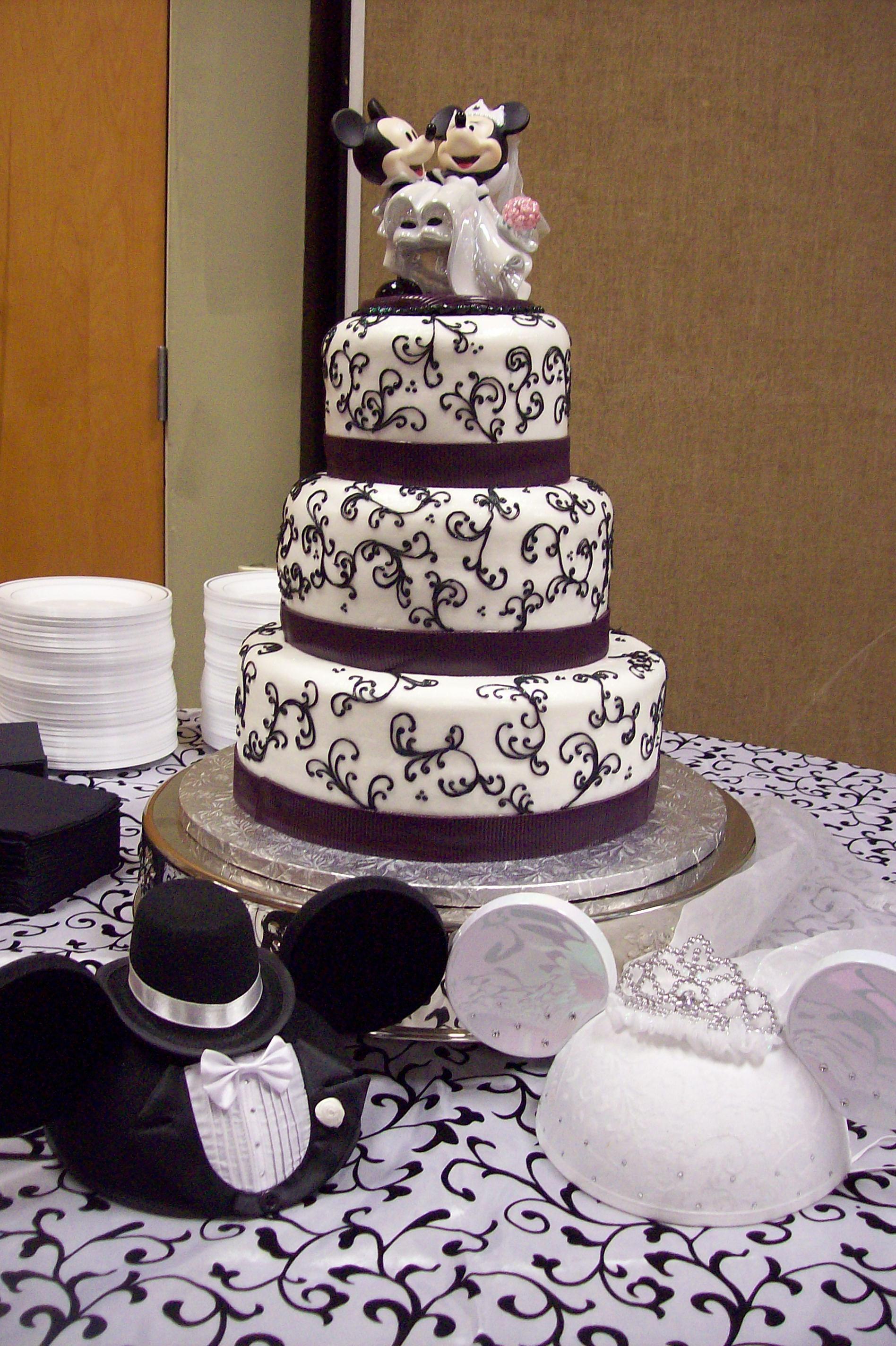 mickey & minnie wedding cake.   mickey, minnie wedding