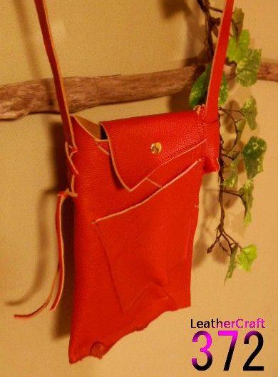 M045 ハギレなぺったんこバッグ 赤革のやわらかさ:ふつう革の厚み:約2ミリ革の色:オレンジっぽい赤サイズ約:25×17×...|ハンドメイド、手作り、手仕事品の通販・販売・購入ならCreema。