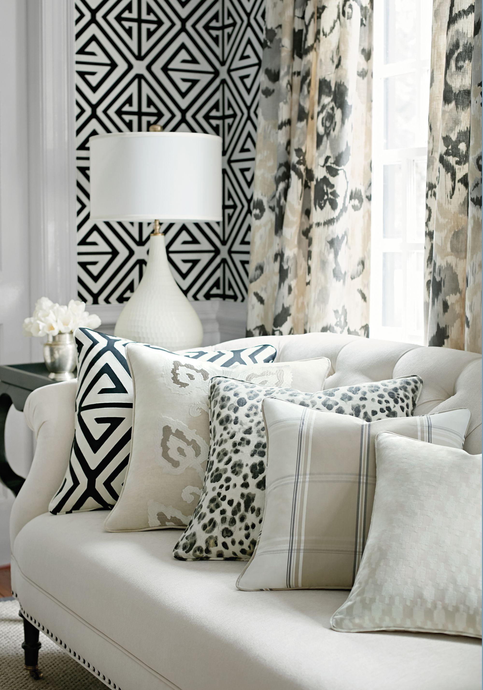 Un salon en noir et blanc   design d\'intérieur, décoration, maison ...