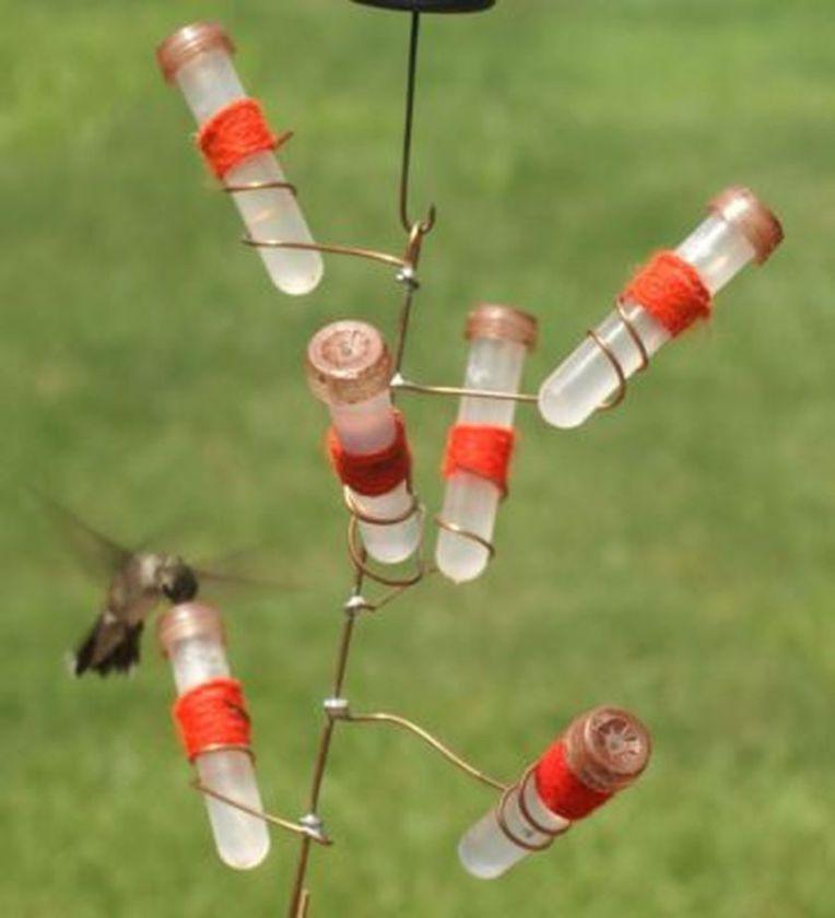 Easy Diy Hummingbird Feeder Ideas For Your Garden 16 (With images) | Diy hummingbird feeder ...