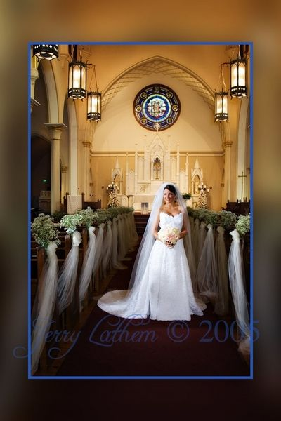 Baby S Breath And Tulle On Pews Makes A Stunning Inexpensive Church Decoration Wedding Pews Church Pew Flowers Church Decor