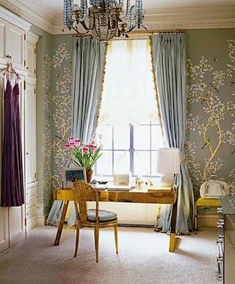 A home office with a romantic touch...