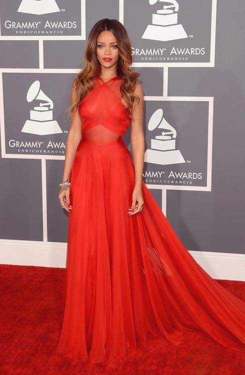 Rihanna - Red Carpet - Grammy Awards 2013
