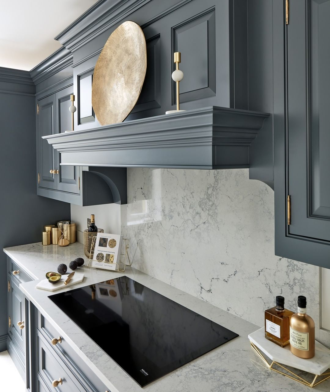 Bring Traditional Opulence Into The 21st Century From Exquisite Cornice Detaili Darkkitchen Grey Kitchen Designs Luxury Kitchen Design Kitchen Room Design