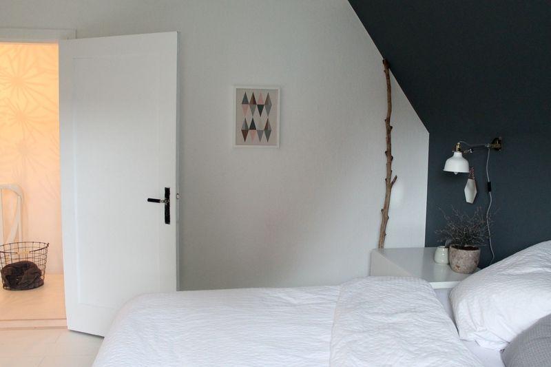 Schlafzimmerblick. Kolorat Wandfarbe Schlafzimmer