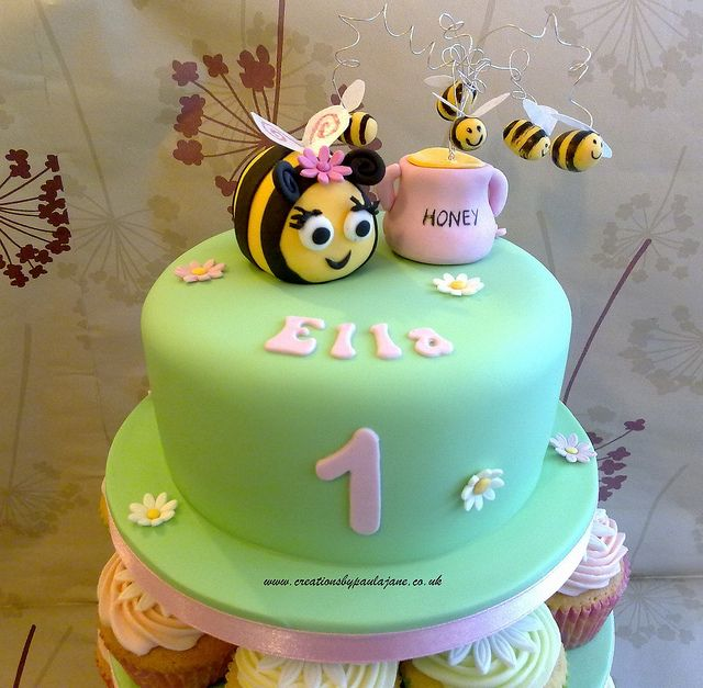 Bee Cake by Creations By Paula Jane, via Flickr @Jerrica Galey Galey Galey Galey Galey Ciserella