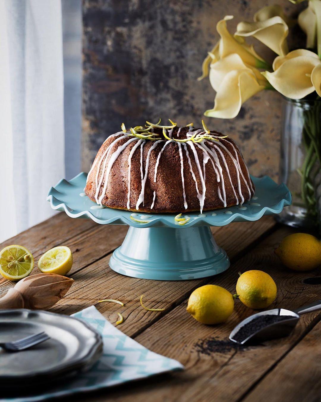 Samah Al Qa Qa On Instagram When Life Gives You Lemons Make Lemon Cake Don T Forget To Add Poppy Seeds شو ازكى م Lemon Cake Cake Cake Stand