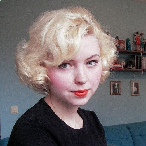 Short Curled Hair Retro But Loving It In Red For This Winter And My Big 5 0 How To Curl Short Hair Vintage Hairstyles Hair Styles