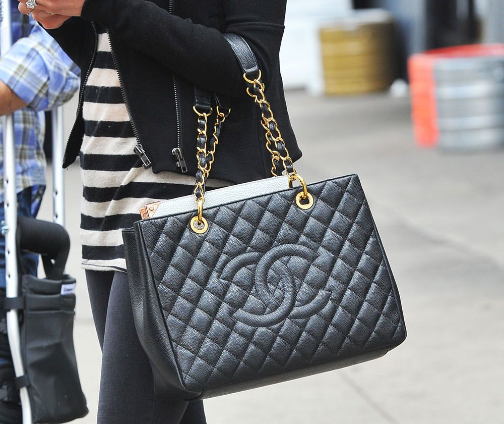 Shopping chanel fever tote bag replica new photo