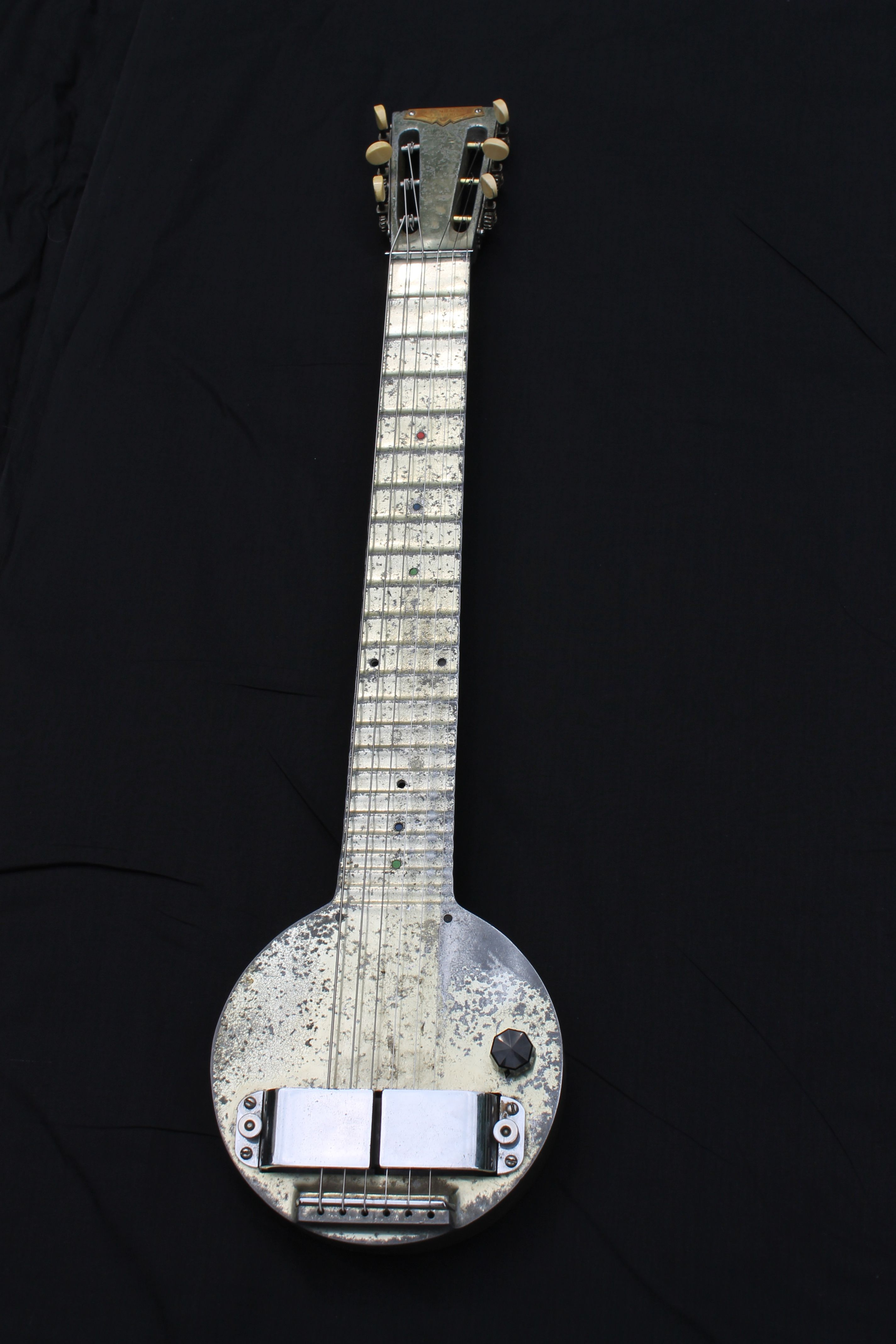 The First Electric Guitar An Aluminum Electro Frying Pan Lap