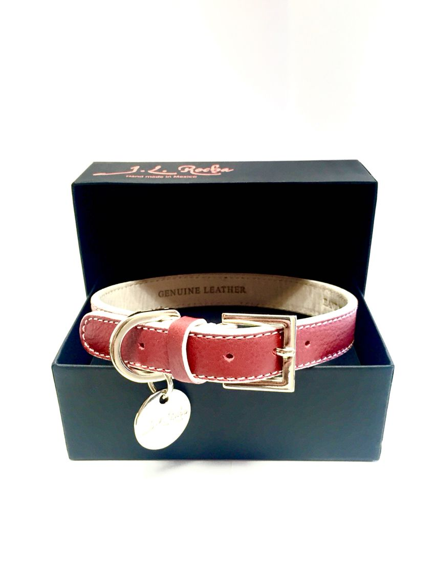 2ab68e0b74a4 Be a good dog, by your pet a great leather collar, after all it is known  that every dog looks like his owner!