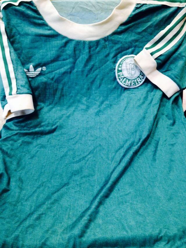 fca11de52f A camisa mais antiga que guardei. Ganhei no Natal de 1977. O símbolo foi  bordado pela minha mãe