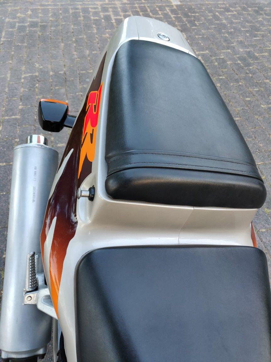 Pin van Bart Van Bockstaele op Honda CBR 900 RR Urban Tiger