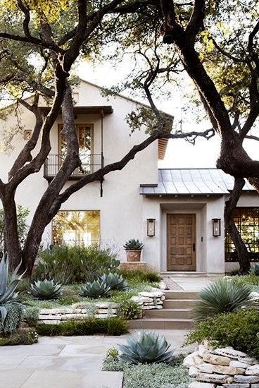A calming palette and tasteful design make this big Texan home a star of the state. #exteriordesign