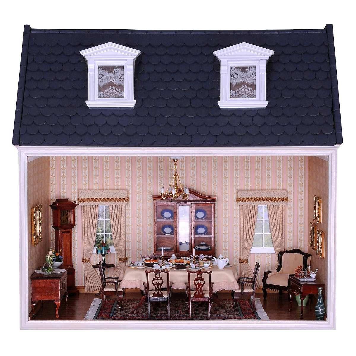 Das aufklappbare Dachgeschoss (90110) zur MODUL-BOX (90100) von MINI MUNDUS. Das Dach kann, wie abgebildet, mit den Dachpfannen (70040 und 7045) oder alternativ mit den einfach verlegbaren Dachschindeln (70050 und 70055) gedeckt werden. Die abgebildeten weißen Dachgauben (50371) oder die Nauturholzgauben (50370) stellen eine sehr schöne Ergänzung dar.