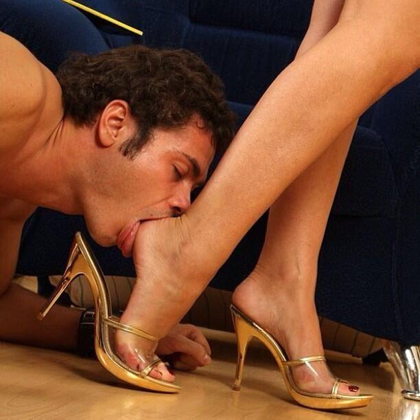 ножки красотки нюхать ней никто
