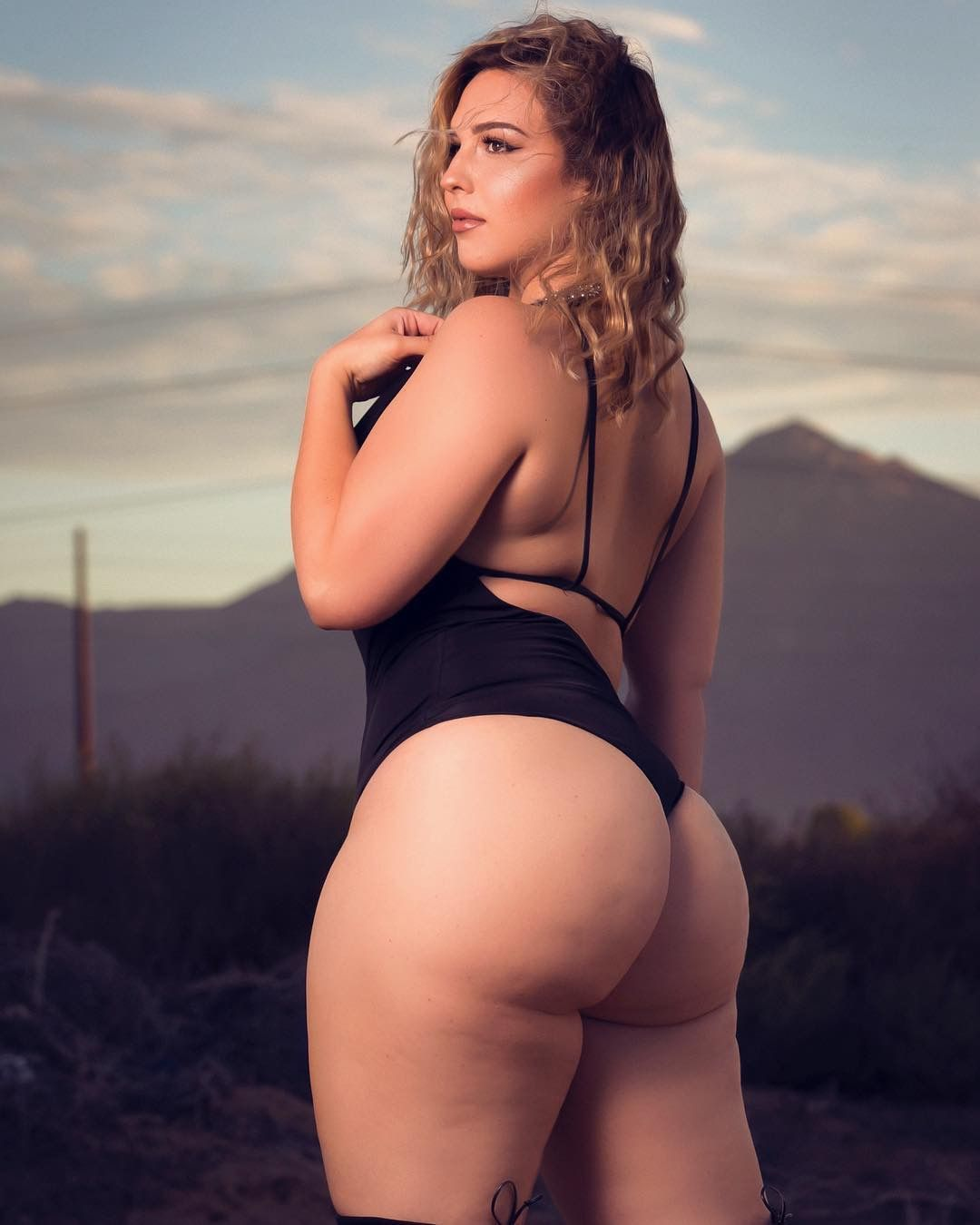 Curvy assed naked women — img 4