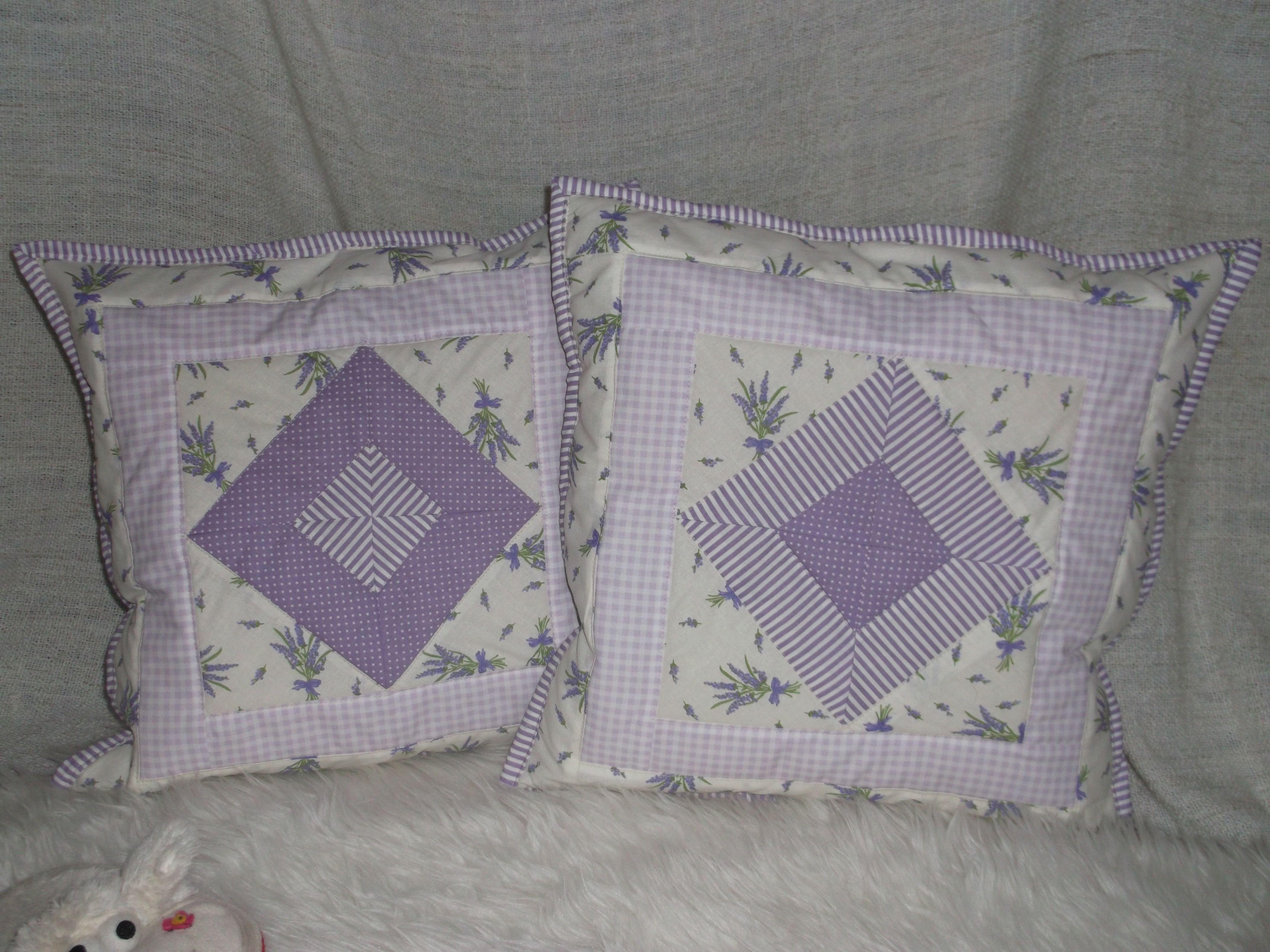 bavlnený vankúš šitý technikou patchwork, zadná strana bavlna, zapínanie na skrytý zips,