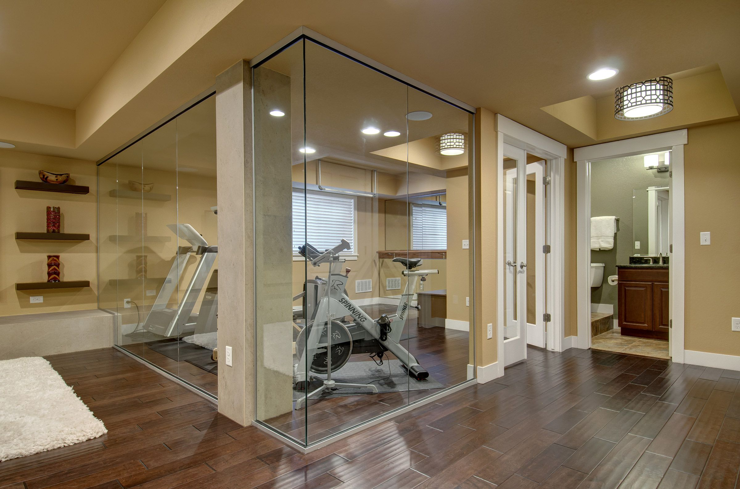 home gym decorating ideas with glass wall | This unique design will make everyone want to exercise ...