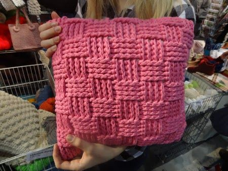 Formas de hacer almohadones de trapillo el blog de - Tejer con trapillo ...