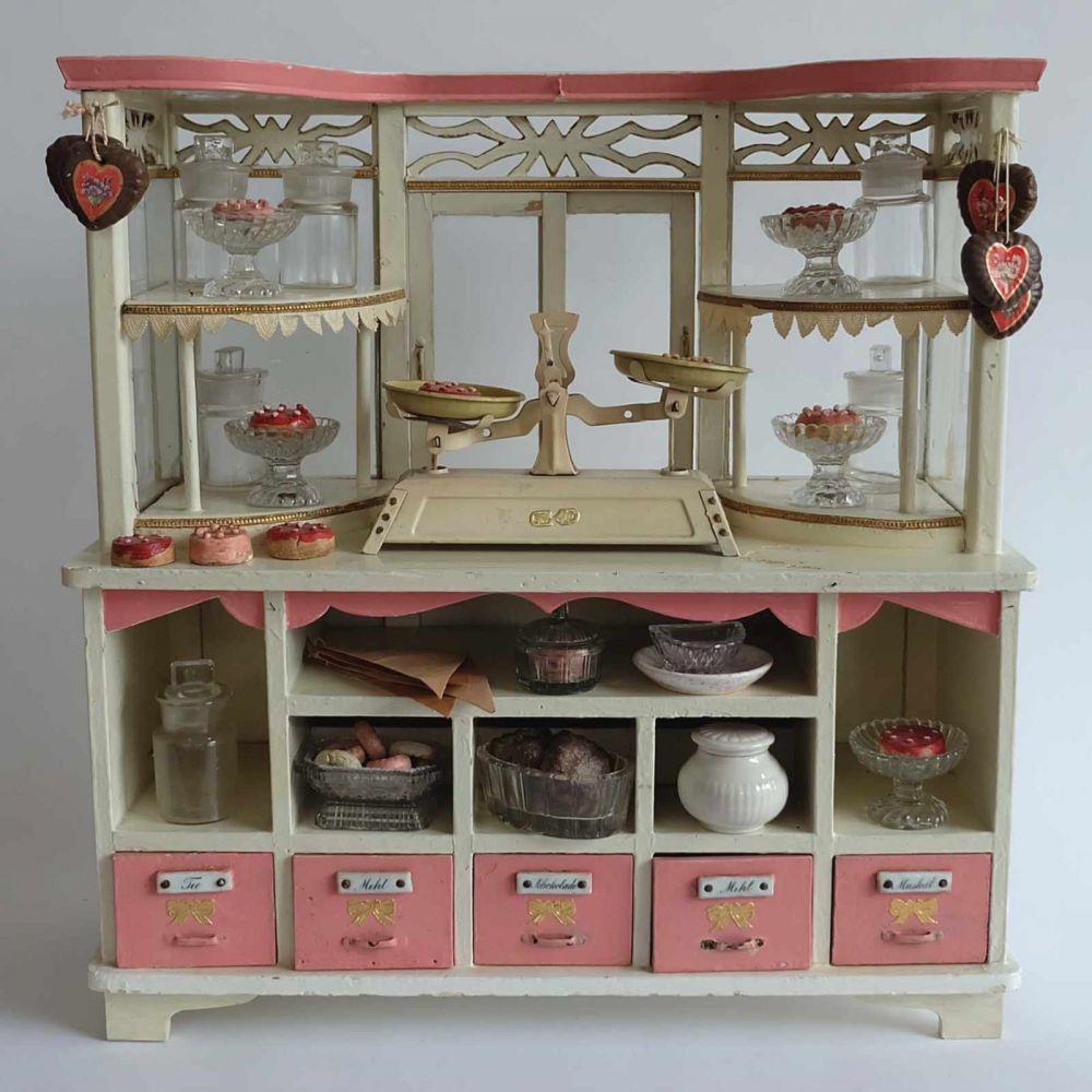 kaufmannsladen deutsch 1910er 20er jahre holz wei und rosafarben gelackt antike. Black Bedroom Furniture Sets. Home Design Ideas